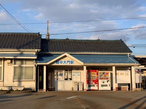 あいの風とやま鉄道「越中大門駅」1600m